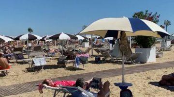La_Piazza_a_Bibione_con_Maria_Santorso_e_Silvio_Scolaro.3